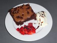 22_2014-08-04__b8363b11___Amerika_4___Brownie_mit_Vanilleeis_und_Erdbeeren__Copyright_MWS